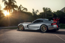 Dodge Viper ACR with HRE RC100 in Brushed Gold